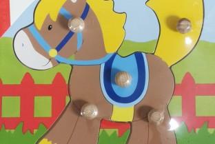 Holzpuzzle GOKI Horse Einbettung